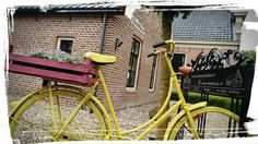 Oude fiets geverfd met English Yellow en Scandinavian Pink ~ Old bicycle painted in English Yellow and Scandinavian Pink