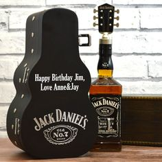 A Jack Daniels guitar case personalised whisky gift set. Jack Daniels Gift Set, Jack Daniels Bourbon, Jack Daniels Party, Jack Daniels Drinks, Jack Daniels Bottle, Jack Daniels Cupcakes, Groomsmen Gift Box, Groomsman Gifts, Homemade Home Decor