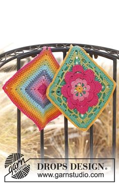 """Free pattern: Set consists of: Crochet DROPS pot holder with flower in """"Paris"""" and Pot holder with stripes in """"Paris""""."""