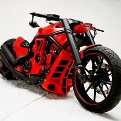 Harley Davidson V-Rod Custom Red is not my favorite color but damn this looks good!