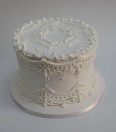 A royal iced cake in the 1910 style by TheRoyalIcer