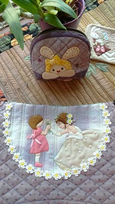 Applique Patterns, Applique Quilts, Baby Shower Gifts To Make, Patchwork Designs, Ribbon Work, Quilted Bag, Fabric Crafts, Machine Embroidery, Little Girls