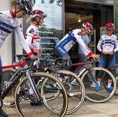 The amazing ladies form @cervelobigla ready to roll out on a group ride from @sigmasportbikeshop . #iRideENVE #iRideENVE #ENVEComposites #Cycling #CarbonWheels #MountainBike #HandbuiltBikes #BikePorn