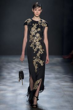 The complete Marchesa Fall 2017 Ready-to-Wear fashion show now on Vogue Runway. Fashion Moda, Fashion Week, Fashion 2017, Couture Fashion, Runway Fashion, Fashion Show, Fashion Outfits, Fashion Design, Tall Girl Fashion