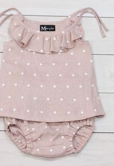 Handmade linen dresses, bloomers, blouses, jumpsuits❤️ by MstyleClothing Handmade Polkadot Linen Baby Top & Bloomers Baby Girl Dresses, Baby Outfits, Baby Dress, Kids Outfits, Trendy Baby Clothes, Baby Kids Clothes, Kids Clothing, Handmade Baby Clothes, Trendy Dresses