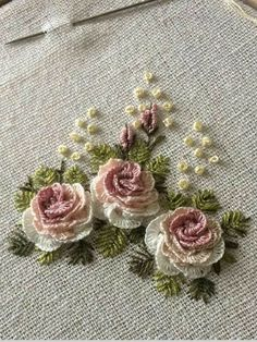 Basic Embroidery Stitches, Floral Embroidery Patterns, Hand Embroidery Videos, Embroidery Stitches Tutorial, Embroidery Flowers Pattern, Silk Ribbon Embroidery, Hand Embroidery Designs, Lace Beadwork, Embroidered Roses