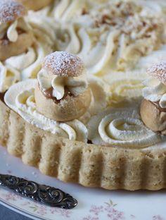 Cream Bun, Cheesecake Pie, Mud Cake, Fika, Looks Yummy, Eclairs, Bread Baking, Cheesecakes, No Bake Cake