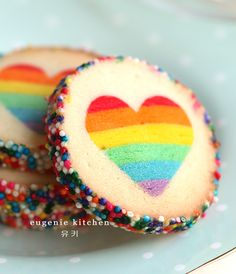 A dream for rainbow lovers! Valentine's Day Rainbow Heart Cookies - Eugenie Cookies by Eugenie Kitchen
