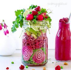 Salade de betterave en bocal  On soigne le visuel en jouant sur deux couleurs…