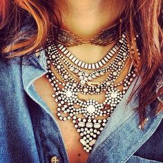 camisa jeans / maxi colar/ statement necklace / simple chic / jeans shirt