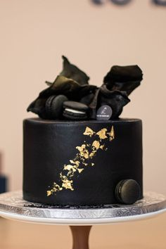 Black And Gold Birthday Cake, Black And Gold Cake, Birthday Cake For Him, Baby First Birthday, Birthday Boys, Birthday Cakes, Single Tier Cake, Silver Cake, Cakes Today