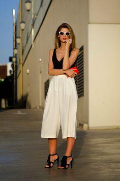 15 Summer Night Girls Sexy Out Looks - Mode Tipps Look Fashion, Daily Fashion, Blogger Moda, Culottes Outfit, White Culottes, White Pants, Moda Outfits, Spring 2015 Fashion, Moda Casual