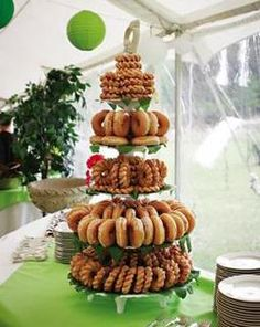 More donut display ideas for JBo Police Academy Graduation! - More donut display ideas for JBo Police Academy Graduation! Ward Christmas Party, Christmas Brunch, Christmas Breakfast, Grinch Christmas, Christmas Morning, Christmas Parties, Xmas Party, Donut Wedding Cake, Wedding Donuts