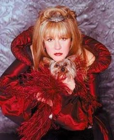"""Rock star cast as opera diva? She would be perfect for Massenet's Cendrillon . """"Stevie Nicks is in a hurry. One of the world's great fro. Members Of Fleetwood Mac, Buckingham Nicks, Lindsey Buckingham, Stephanie Lynn, Stevie Nicks Fleetwood Mac, Silky Terrier, Beautiful Voice, Beautiful Goddess, Beautiful Ladies"""