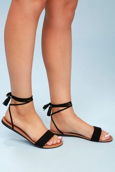 Leyla Black Suede Flat Lace-Up Sandals 3 Lulus Exclusive! The Lulus Leyla Black Suede Flat Lace-Up Sandals are always a hit! Soft vegan suede shapes a slender toe band and long, adjustable laces with tasseled ends that tie above the ankle. Lace Up Sandal Heels, Shoes Flats Sandals, Suede Flats, Cute Sandals, Shoe Boots, Black Sandals Outfit, Cute Shoes Flats, Heeled Sandals, Black Flat Sandals