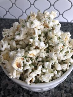 Whether you're making stove-top or microwave popcorn, you can get a lot fancier than just salt and butter. Here are ten smart ways to make your homemade popcorn feel extra special, whether you're hosting friends or chilling with Netflix. Homemade Popcorn Seasoning, Flavored Popcorn, Gourmet Popcorn, Homemade Seasonings, Sweet Popcorn Recipes, Parmesan Cheese Crisps, Kids Cereal, Plant Based Snacks, Freeze Dried Strawberries