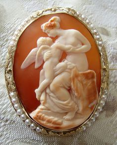 Large Shell Cameo-Venus & Eros in setting of gold