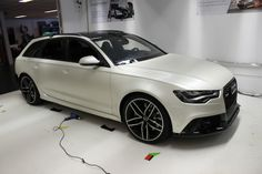 Audi RS 6 Avant Matt white