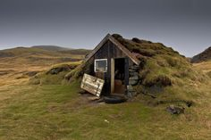 34 Forgotten Homes Sitting Peacefully Alone In The World - Gallery