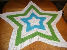 Free crochet pattern for Granny Star Afghan:  With the right color scheme this would be really spectacular! :)  I'm thinking black with some bright colors!  ooOOooo!  Just click the link to bring you to the free pattern (the image on THAT page was really bad-she only used a varigated yarn-BLECH).