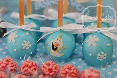 Drica Cake Confeitaria Artesanal: Maçãs decoradas e banhadas no chocolate azul! Depois receberam uma camada de azul perolado!