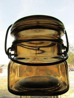 ANTIQUE/VINTAGE 1920's SCARCE TOPAZ HALF PINT FRUIT JAR WITH WIRE CLOSURE