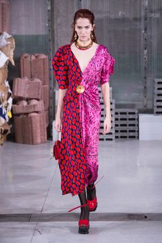 The complete Marni Fall 2018 Ready-to-Wear fashion show now on Vogue Runway.