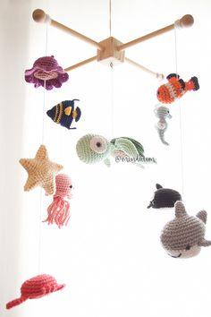 Newborn Crochet, Crochet Baby Booties, Easy Knitting Projects, Crochet Projects, Crochet Yarn, Crochet Toys, Crochet Lovey Free Pattern, Crochet Baby Mobiles, Pom Pom Crafts