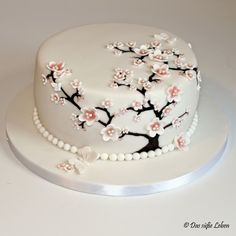 The Sweet Life: Birthday Cake with Cherry Blossoms and Butterflies .- Das süße Leben: Geburtstagstorte mit Kirschblüten und Schmetterlingen www.xn-… The sweet life: birthday cake with cherry blossoms and butterflies www. Pretty Cakes, Beautiful Cakes, Amazing Cakes, Crazy Cakes, Fancy Cakes, Fondant Cakes, Cupcake Cakes, Cupcakes, Cherry Blossom Cake