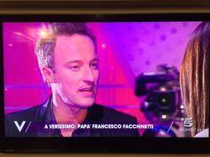 #FrancescoFacchinetti Francesco Facchinetti: Sono adesso su Canale 5 a Verissimo per raccontare un po' di me e della MIA famiglia. Dateci un occhio e ditemi che ne pensate, ci conto. Thanks F.