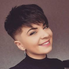 There is Somthing special about women with Short hair styles. I'm a big fan of Pixie cuts and buzzed cuts. Short Hair Syles, Edgy Short Hair, Short Hair Cuts For Women, Long Hair Styles, Side Cut Hairstyles, Pixie Hairstyles, Androgynous Haircut, Short Pixie Haircuts, Shaved Hair