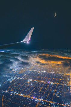 Description of flight training and useful information. Airplane Wallpaper, City Wallpaper, Sunset Wallpaper, Sweet Pictures, Cool Pictures, City Aesthetic, Travel Aesthetic, Airplane Photography, Travel Photography