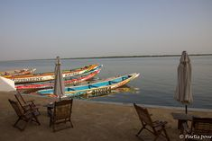 Sur la terrasse du Perroquet à Ziguinchor au petit-déjeuner. Itinéraire d'un voyage au Sénégal