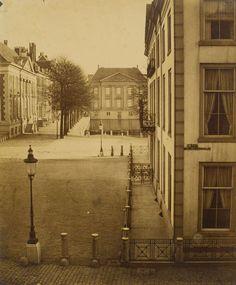 Gezicht op het Tournooiveld vanaf de Hoge Nieuwstraat naar de Korte Vijverberg - Foto: Alexine Tinne, 1860-1861 (collectie Haags Gemeentearchief)