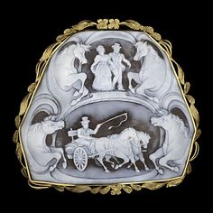 18k Antique Carved Shell Cameo Pendant/Brooch