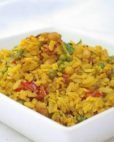 Bonjour et bienvenue dans mon blog cuisine. Aujourd'hui nous allons préparer le Poha indien (ou Powa ou Pohe), une recette à base de flocons de riz, très utilisés dans la cuisine indienne végétarienne. Pour cette recette indienne, il faut : 150g de flocons...