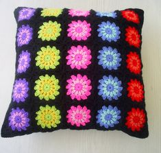 Granny Square Motif Make these easy granny squares for a pillow or a blanket! Crochet Pillow Cases, Crochet Cushion Cover, Cushion Fabric, Baby Blanket Crochet, Granny Square Crochet Pattern, Crochet Squares, Crochet Motif, Crochet Patterns, Crochet Home
