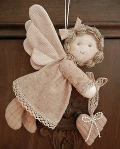 Solountip.com:+Como++hacer+un+angelito+de+tela...free pattern for this stuffed softie angel. There are other angel patterns and toy patterns at this site! Beautiful creations.. Check it out!!