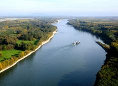The Dnube river is the second longest river in Europe. It is a long beautiful river located in central Europe Bulgaria, Dresden, Budapest, Danube River Cruise, Danube Delta, Historia Natural, San Pablo, World Geography, Central Europe