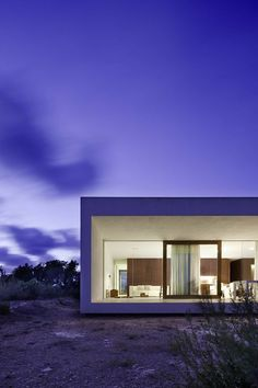 * Wit minimalistisch huis [Marià Castelló] Thuiskantoor in Formentera . click picture for Detail Architecture, Architecture Résidentielle, Contemporary Architecture, Amazing Architecture, Contemporary Houses, Ibiza, Interior And Exterior, Interior Design, My House