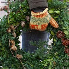 Idag är det dags att öppna upp för veckan igen. Vi har mängder med fina kransar att välja på. Vi har även material till att göra sin egen, stommar, tråd, band, dekoration och ris. Vi kan även dekorera efter egna önskemål #krans #dörrkrans #dörrkransar #wreath #dorrwreath #christmaswreath