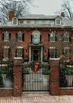 After Christmas Blues (Classy Girls Wear Pearls) Dream House Ideas Blues Christmas Classy Girls Pearls Wear Future House, My House, Christmas Aesthetic, House Ideas, House Goals, Humble Abode, Christmas Home, Xmas, Exterior Christmas Lights