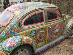 OMG. Hippy-tastic bug. I love it so much. This might just be my perfect car!