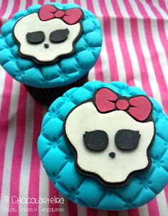 Monster High Cupcakes by A CHOCOLARTEIRA, via Flickr