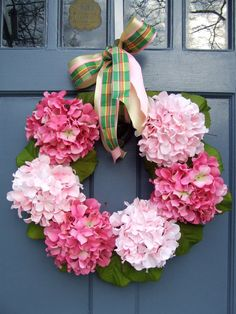 Pink hydrangea wreath for a pink and green decoration theme Wreath Crafts, Diy Wreath, Door Wreaths, Diy Crafts, Hydrangea Wreath, Pink Hydrangea, Floral Wreath, Fake Hydrangeas, Corona Floral