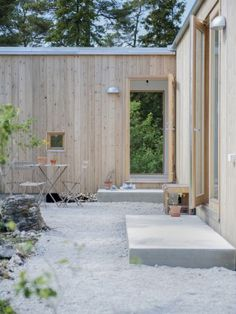 A home with roof terrace in Gotland County, Sweden by Skälsö arkitekter.