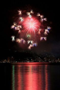Butterfly fireworks, Lake Suwa fireworks ... / .....simple pleasures.…
