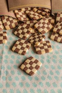 Checkered Cookies Tutorial and Recipe Galletas Cookies, Cupcake Cookies, Cupcakes, Chocolate Cookies, Chocolate Desserts, Whoppie Pies, Mexican Bread, Cookie Tutorials, Biscuit Cake
