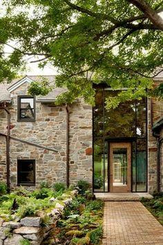 Absolutely breathtaking historic property in rural Pennsylvania- Absolut atemberaubendes historisches Anwesen im ländlichen Pennsylvania Absolutely breathtaking historic property in … - Design Exterior, Stone Exterior, Rural House, Historic Properties, Stone Houses, My Dream Home, Dream Homes, Future House, Modern Farmhouse
