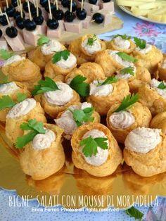 Bignè salati con mousse di ricotta e mortadella